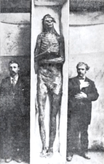 18-giant-skeletons-found-giants found in burial mounds near Lake Delavan, Wisconsin, in May 1912
