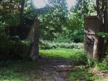 LI ruins King Zogs Castle 1