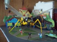 Gigantics - giant wasp - 2