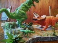 Polar Lights T Rex v Triceratops pic 2