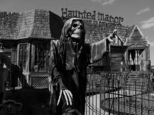 Haunted House Spook Show Rides - greeters 1