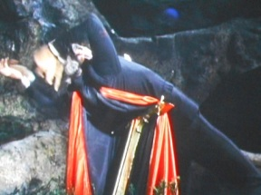 dracula-has-risen-from-the-grave-death-2-pic-3